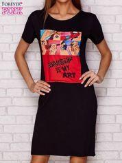 Sukienka dzienna z nadrukiem pop art i napisem czarna