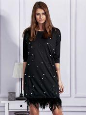 Sukienka z perełkami i piórami na dole czarna