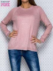 Sweter jasnoróżowy z dłuższym tyłem