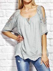 Szara bluzka w etnicznym stylu z wycięciami na rękawach