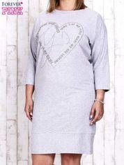 Szara sukienka dresowa z sercem z dżetów PLUS SIZE