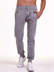 Szare gładkie spodnie męskie ze skórzanymi wstawkami