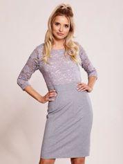 Szaro-fioletowa sukienka z koronkową górą