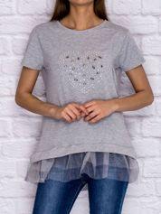 Szary t-shirt z błyszczącą aplikacją i tiulową wstawką