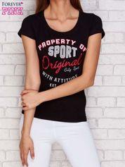 T-shirt z naszywkowymi literami czarny