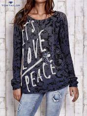 TOM TAILOR Granatowy sweter z literowym nadrukiem i cekinami