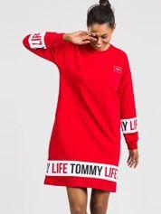 TOMMY LIFE Czerwona sukienka sportowa