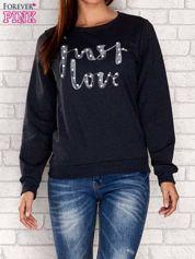 Turkusowa bluza z napisem JUST LOVE i perełkami