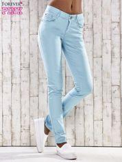 Turkusowe spodnie skinny jeans z ozdobami przy kieszeniach