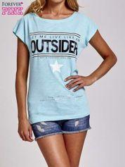 Turkusowy t-shirt z napisem OUTSIDER