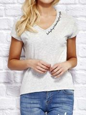 YUPS Szary t-shirt z delikatnym tekstowym nadrukiem