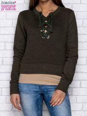 Zielona bluza z dekoltem lace up