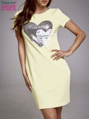 Żółta sukienka dresowa z aplikacją serca