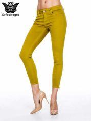 Żółtobrązowe spodnie typu skinny z elastycznego materiału