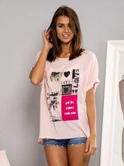 Zwiewny t-shirt oversize z nadrukiem różowa