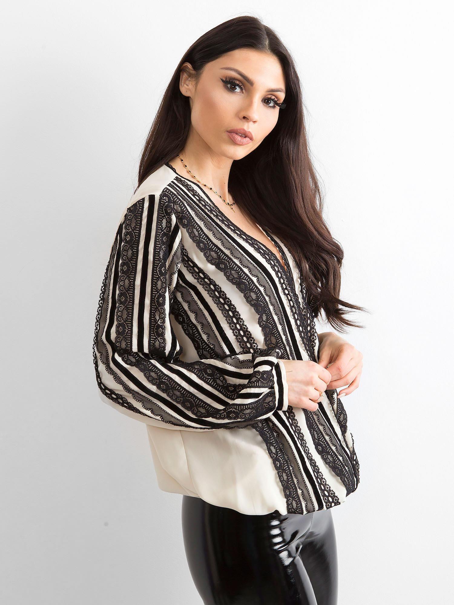 27395610b BY O LA LA Beżowo-czarna bluzka z koronką - Bluzka wizytowa - sklep ...