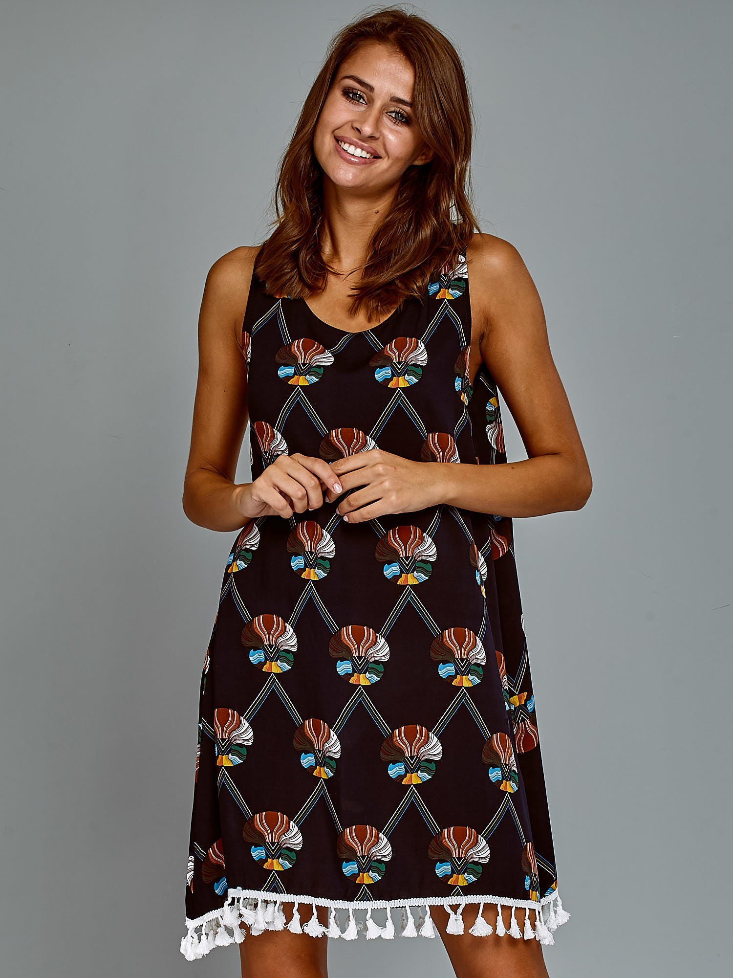 f49dc1774a Bawełniana sukienka letnia trapezowa ze wzorem granatowa - Sukienka ...