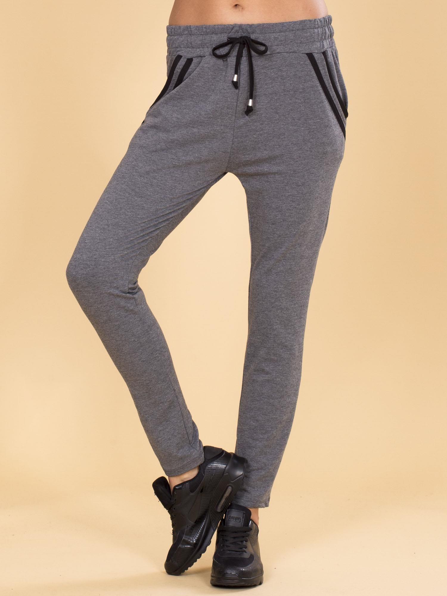 1a9a2177 Bawełniane damskie spodnie dresowe ciemnoszare