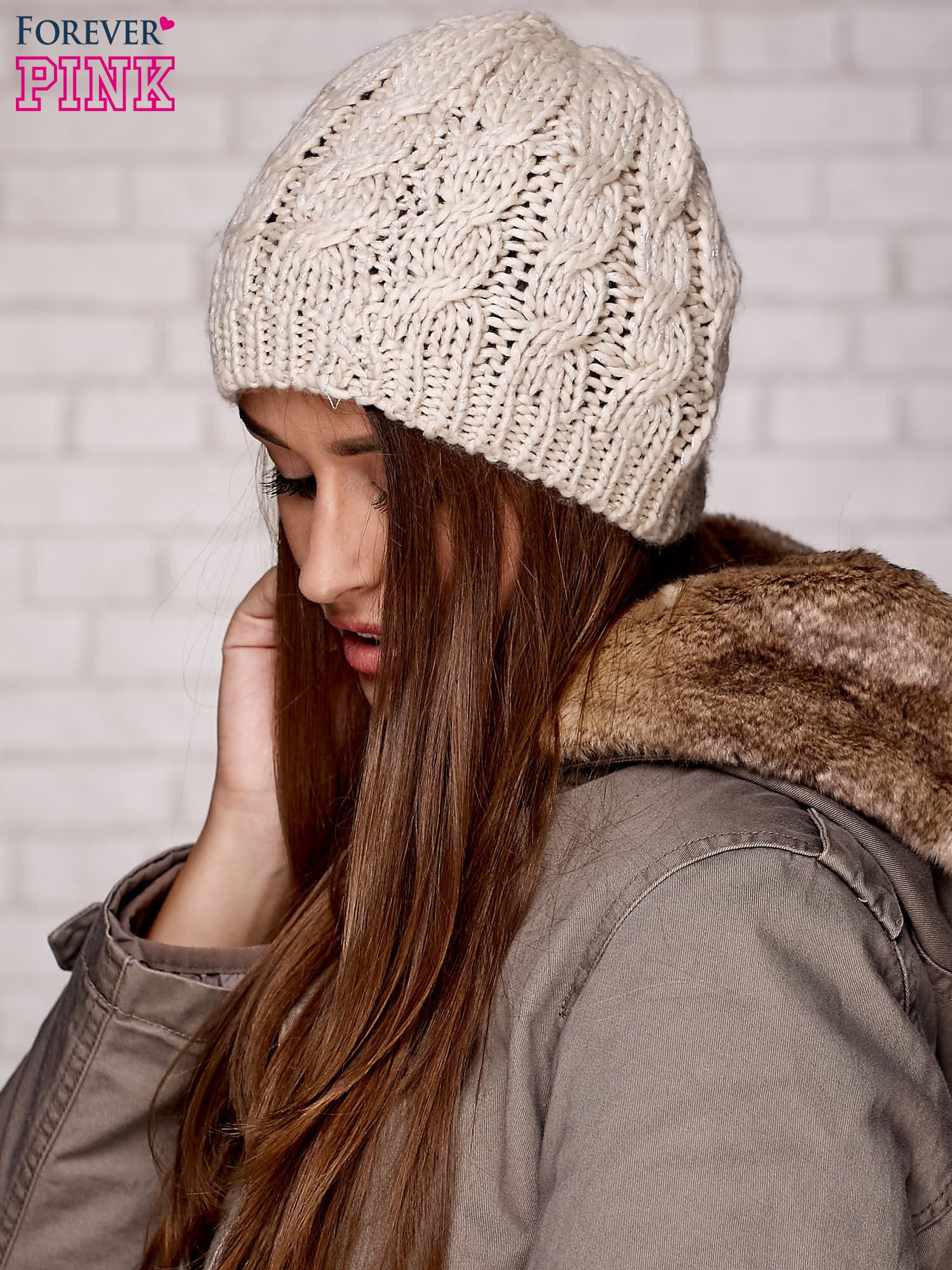 Beżowa czapka z metaliczną nicią                                  zdj.                                  3