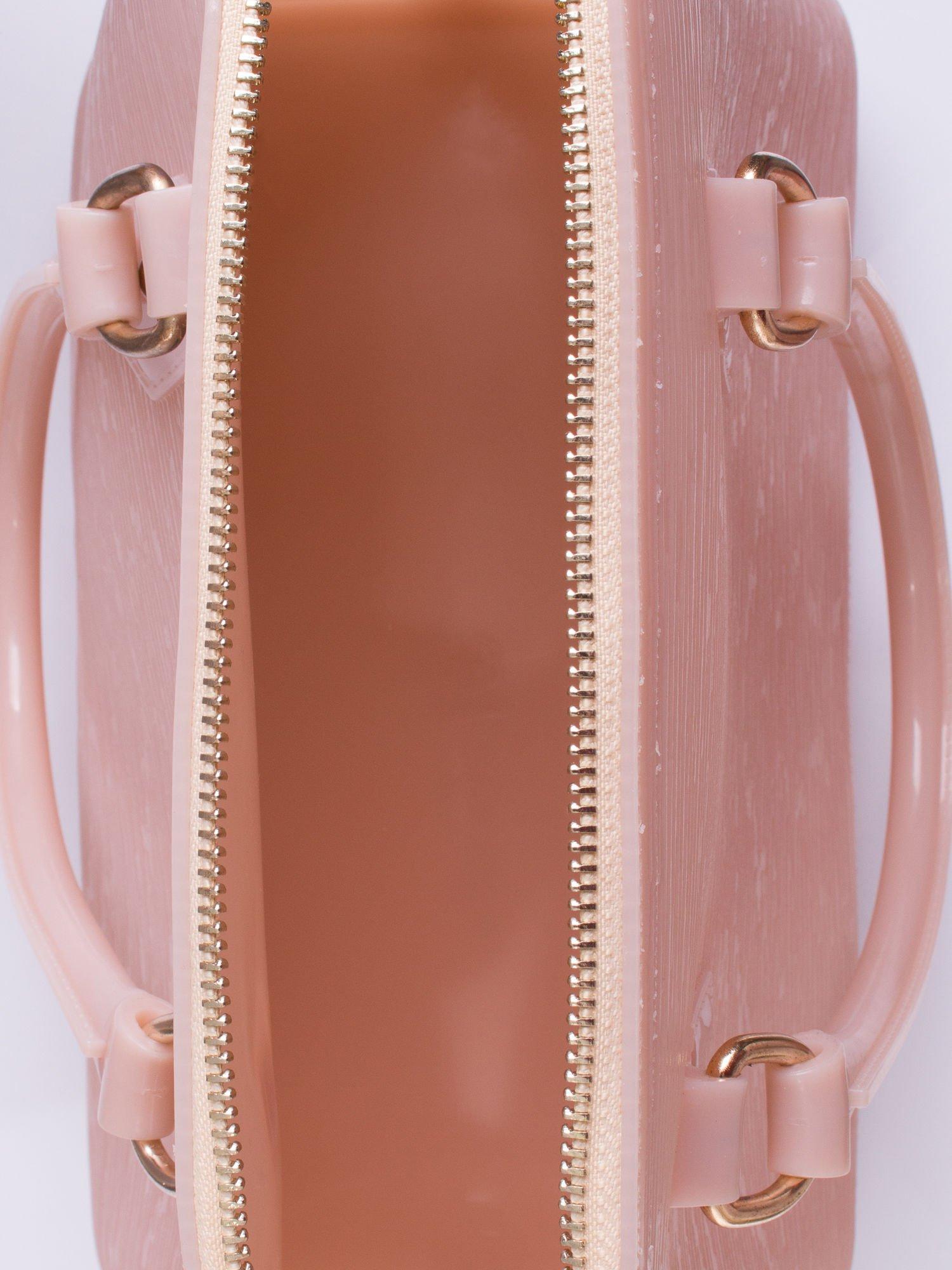 Beżowa fakturowana torba gumowa kuferek z rączką                                  zdj.                                  3