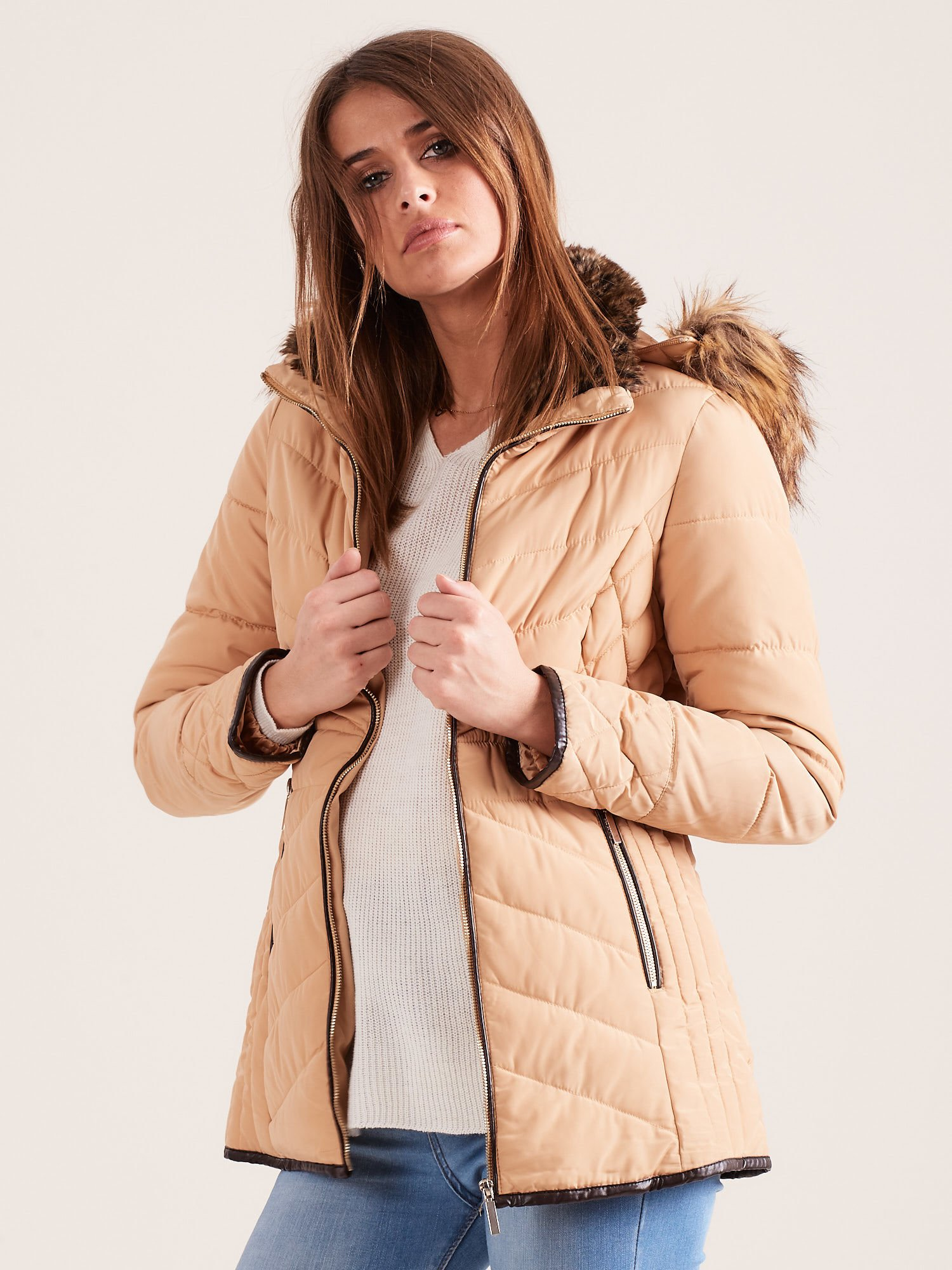 Beżowa kurtka zimowa z futrzanym kapturem i kołnierzem                                  zdj.                                  5