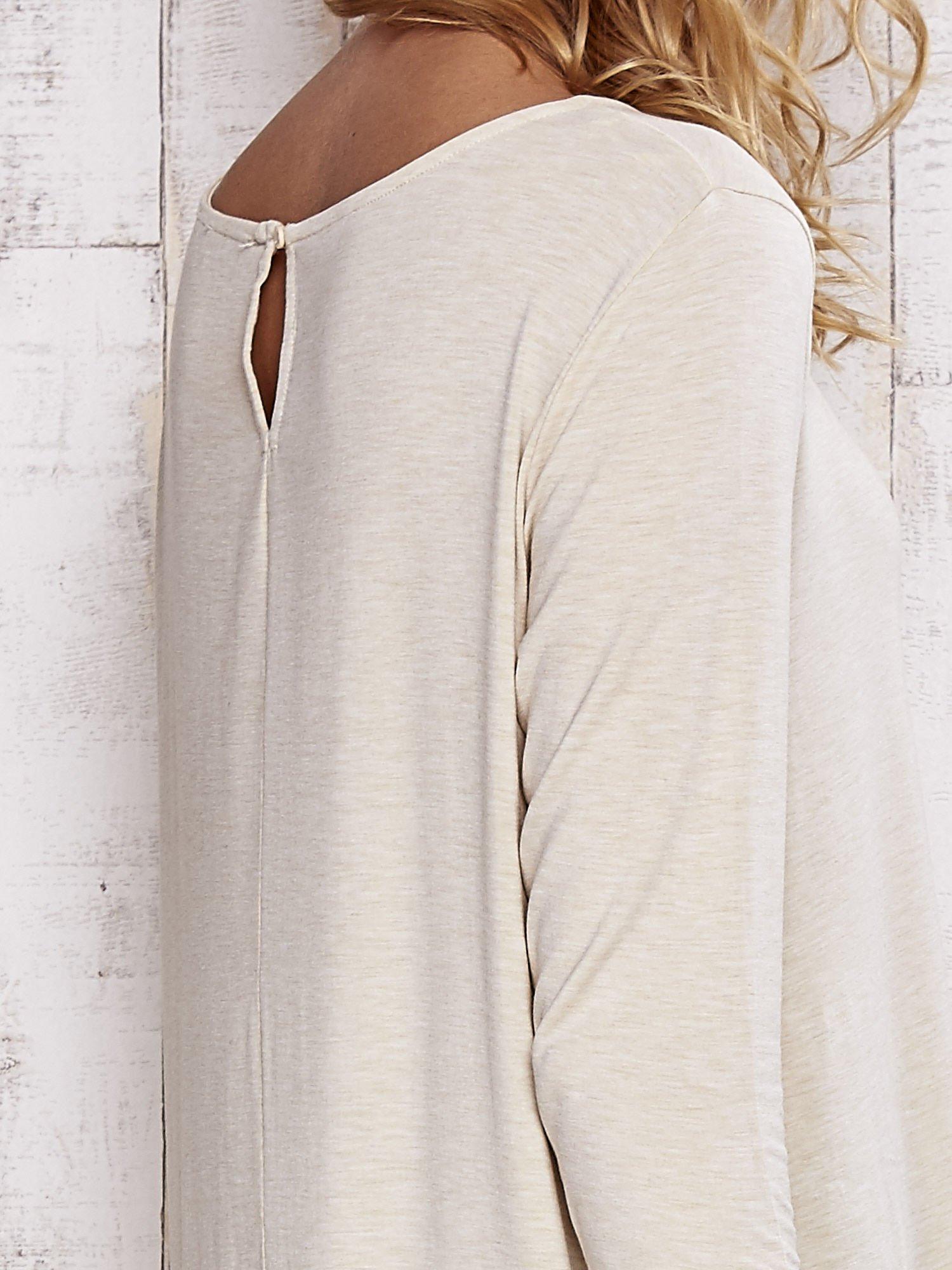 Beżowa melanżowa bluzka z łezką na plecach                                  zdj.                                  5