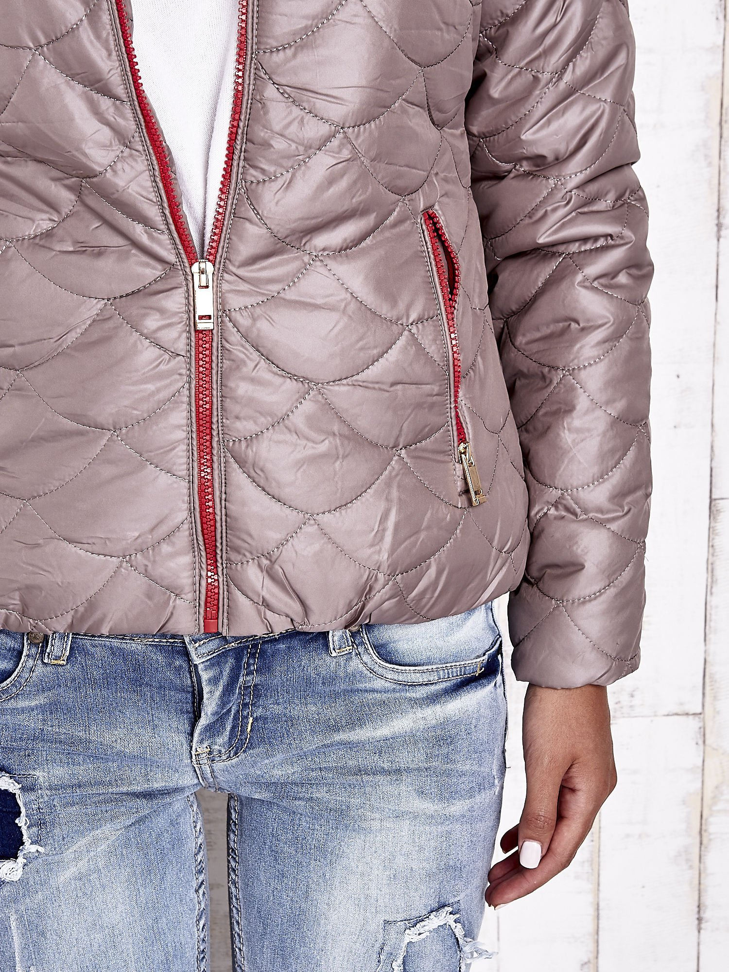 Beżowa pikowana kurtka z futrzanym ociepleniem                                   zdj.                                  8