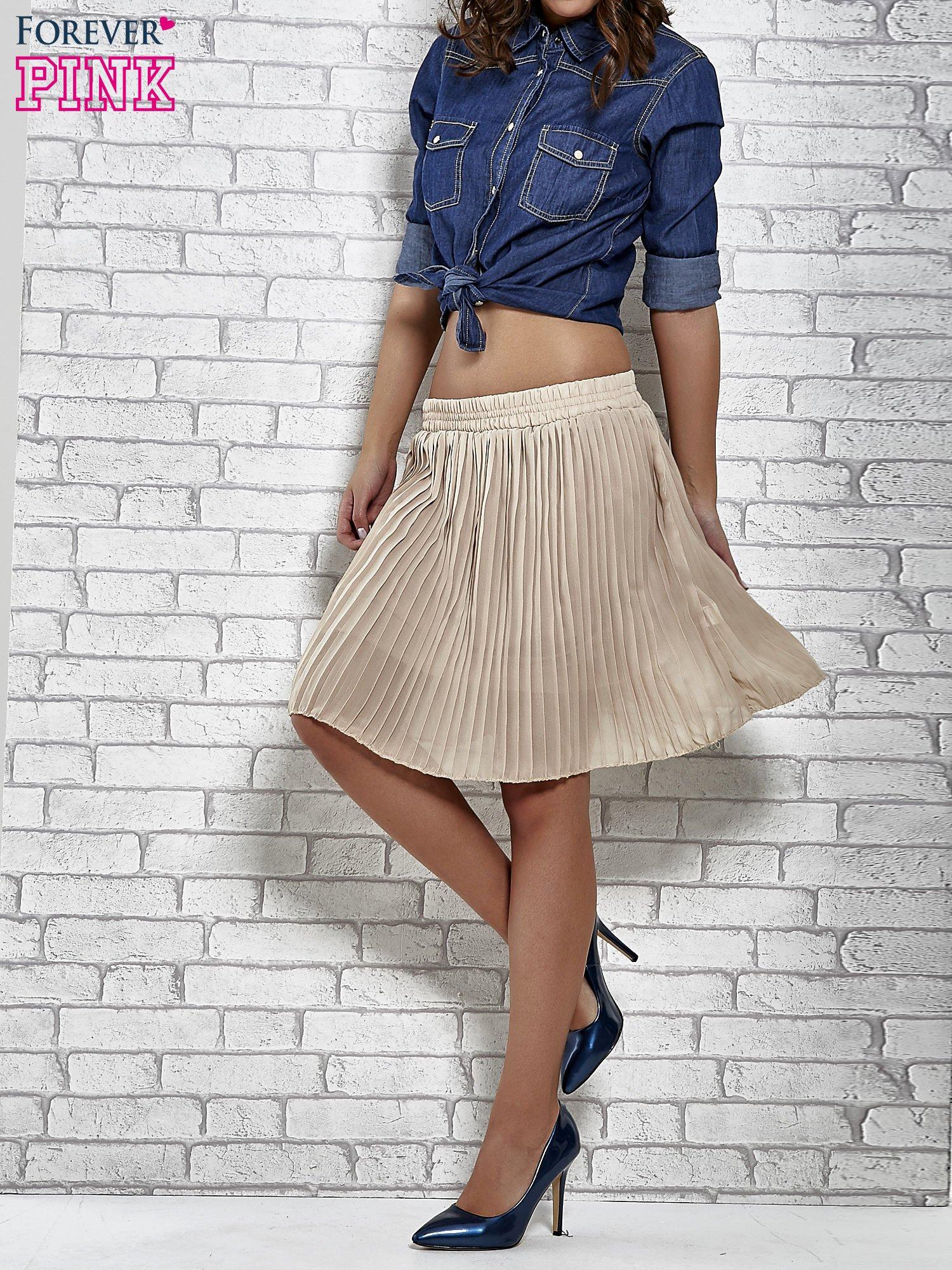 Beżowa plisowana spódnica do kolan                                  zdj.                                  1