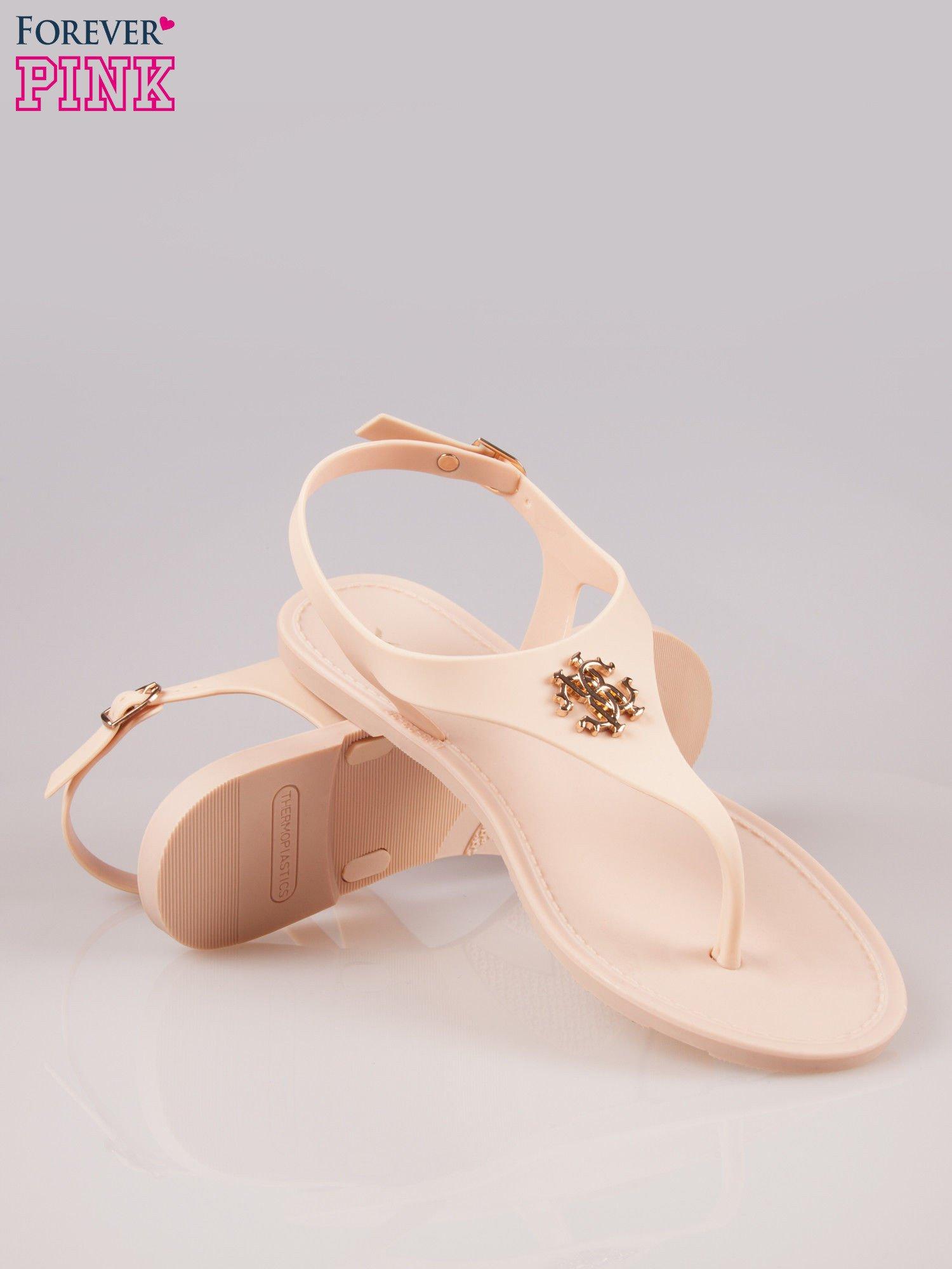 Beżowe gumowe sandały japonki z biżuteryjnym dodatkiem                                  zdj.                                  4