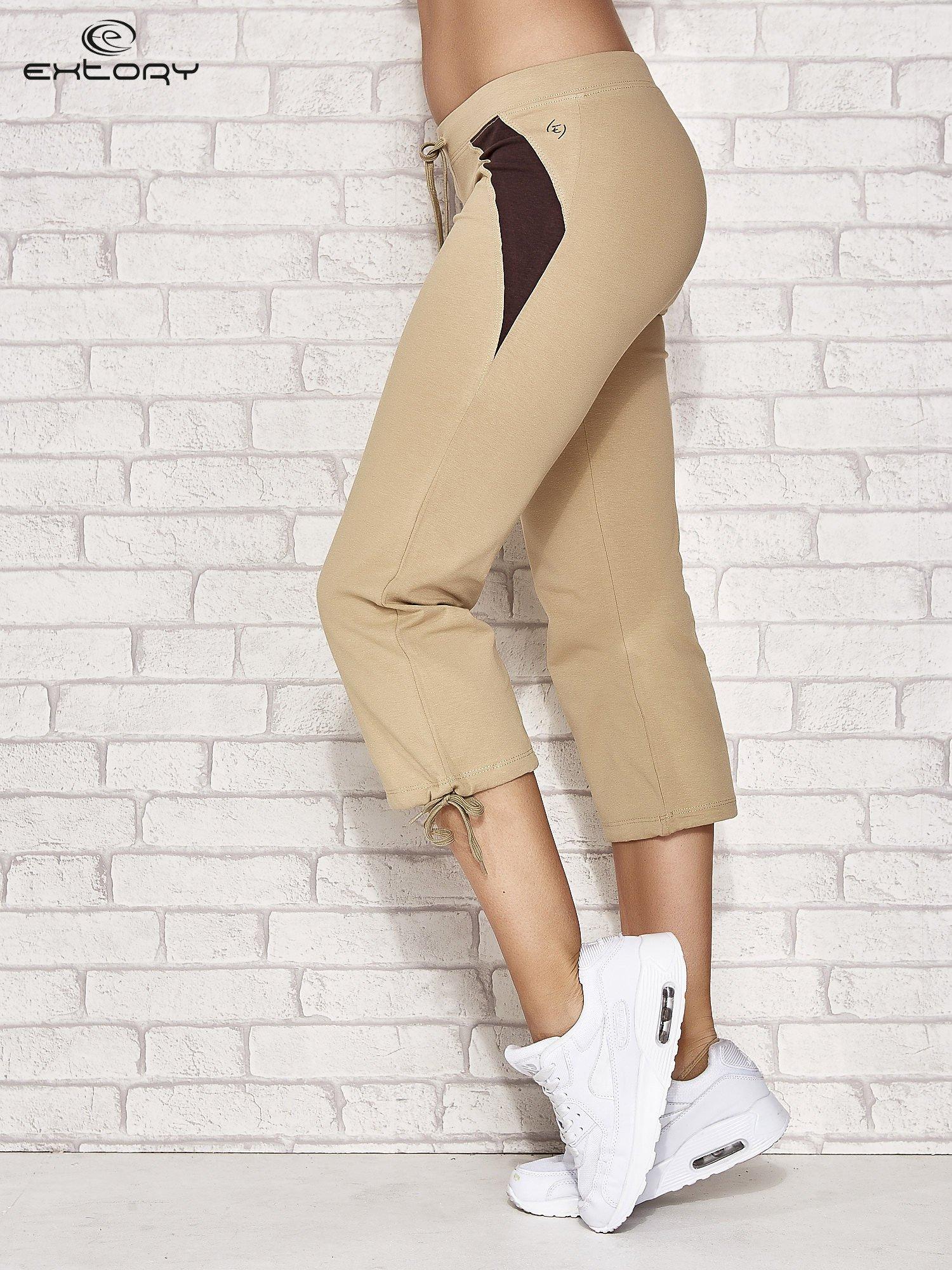Beżowe spodnie sportowe capri ze wstawkami                                  zdj.                                  3