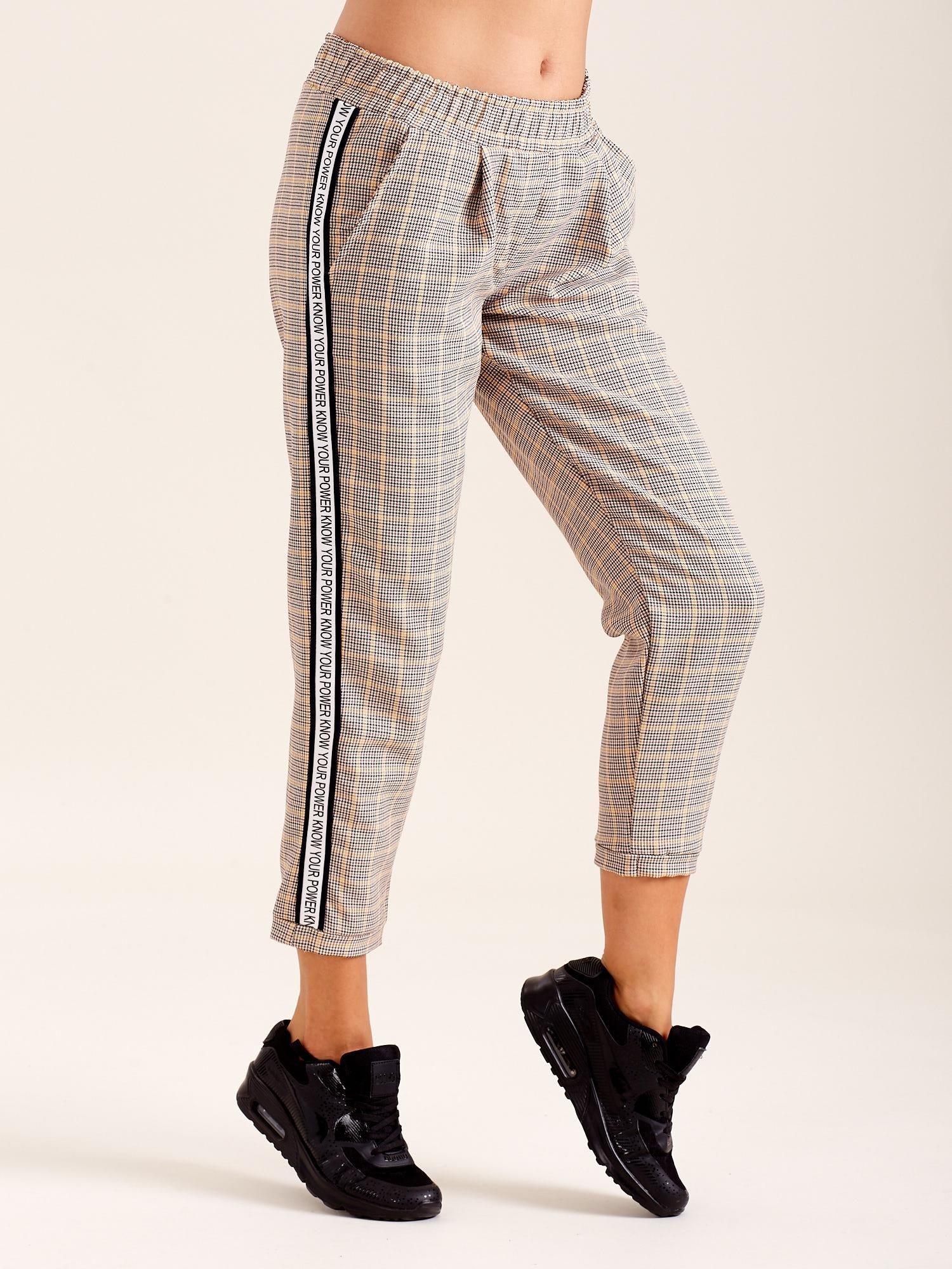 4913f2c60acf23 Beżowe spodnie w kratkę - Spodnie z materiału - sklep eButik.pl