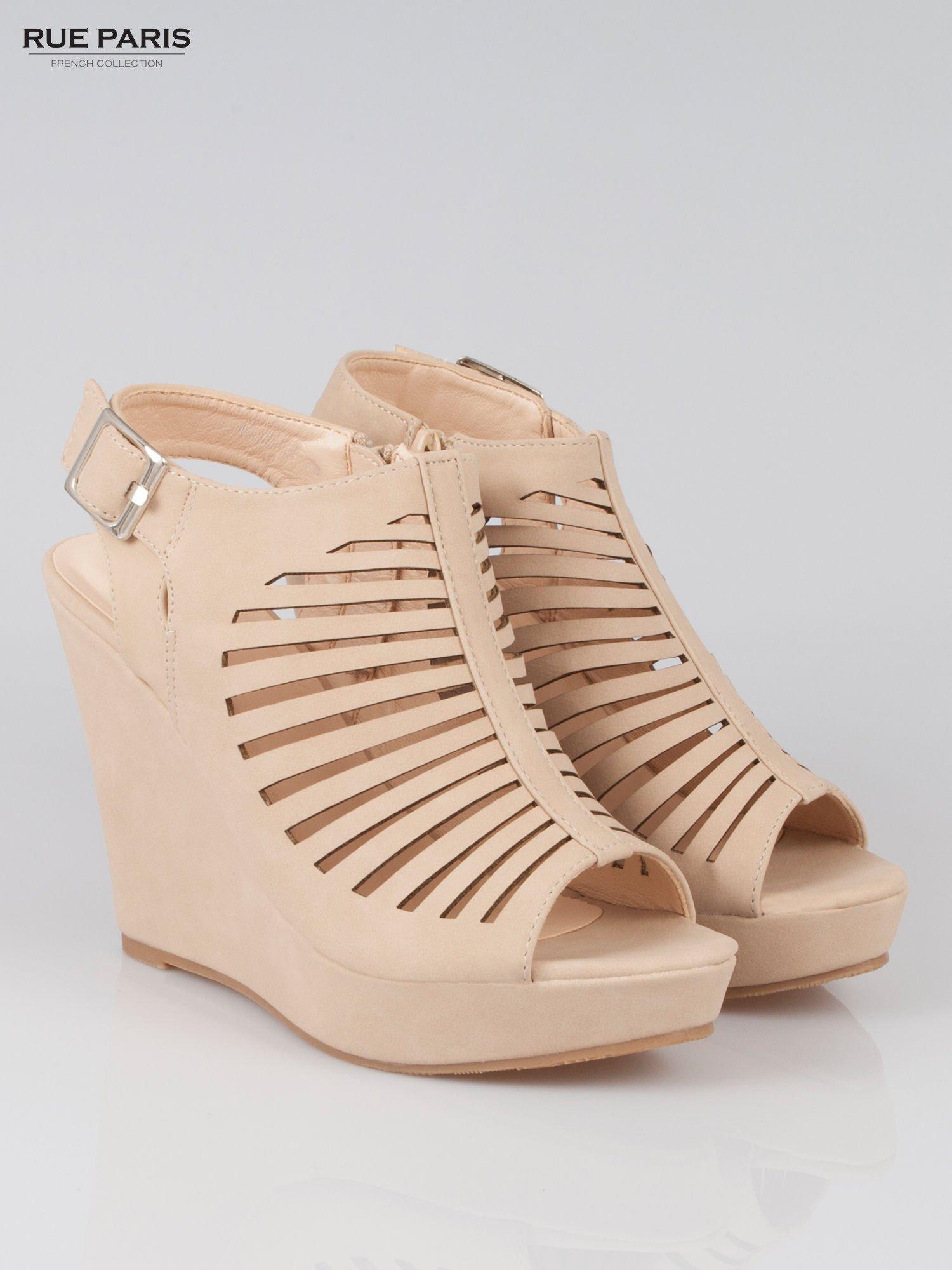Beżowe zamszowe sandały na koturnie                                  zdj.                                  2