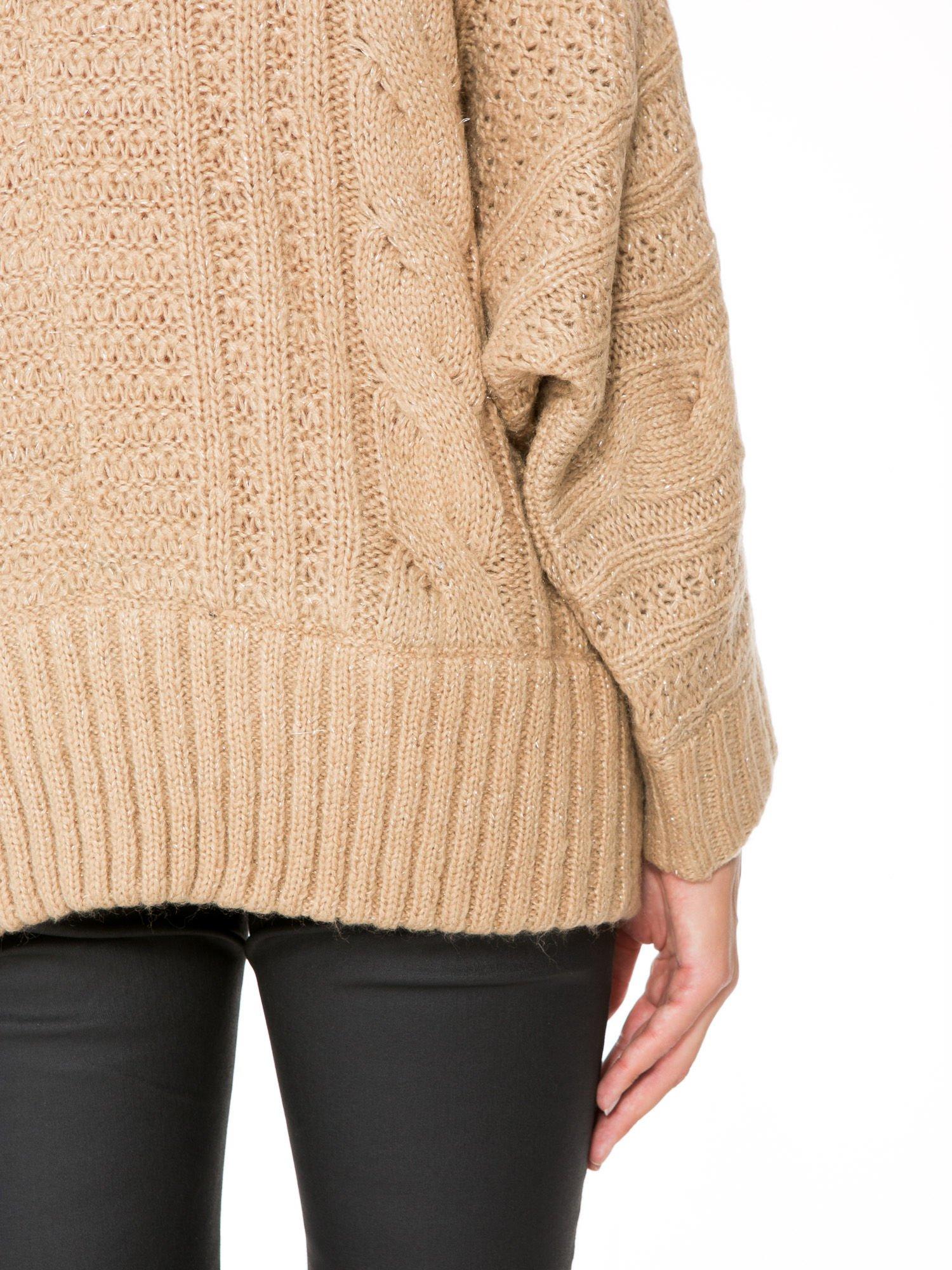 Beżowy dziergany sweter typu kardigan przeplatany błyszczącą nicią                                  zdj.                                  9