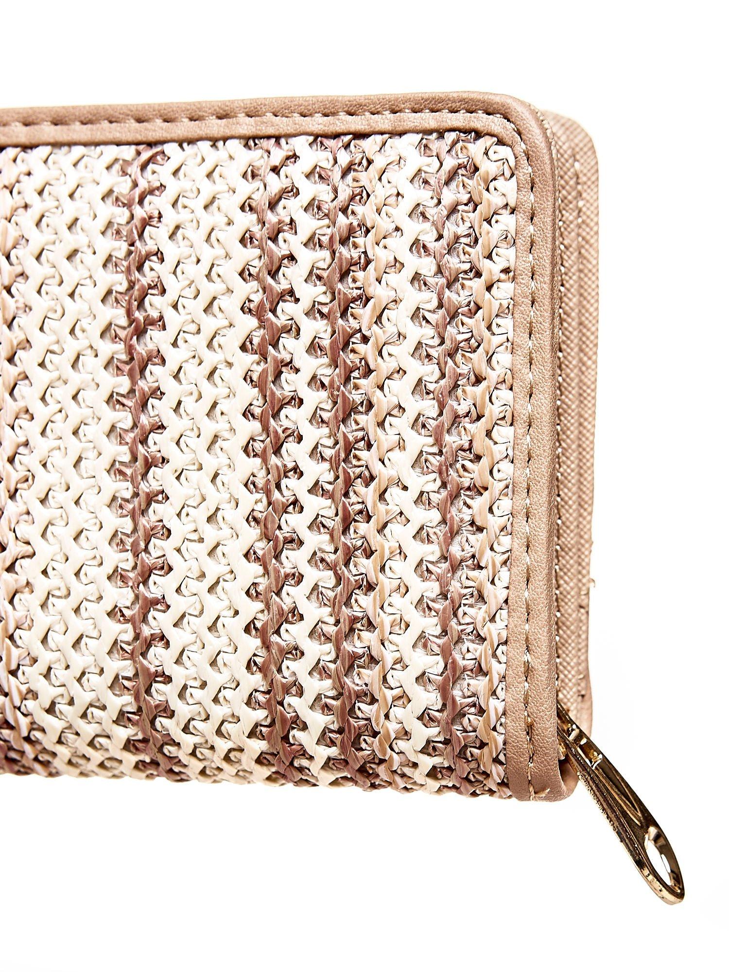 Beżowy pleciony portfel w pionowe paski                                  zdj.                                  5