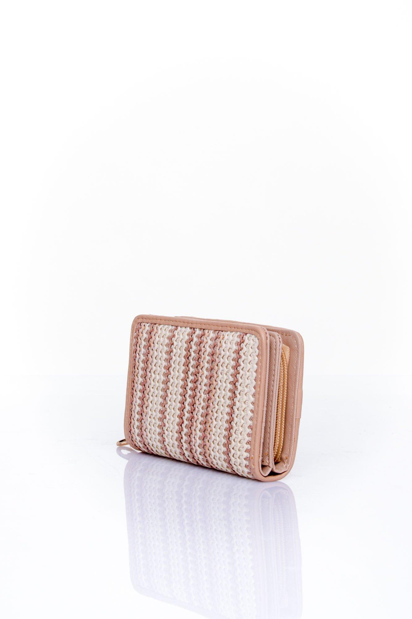 Beżowy portfel z plecionkowym wykończeniem                                  zdj.                                  2