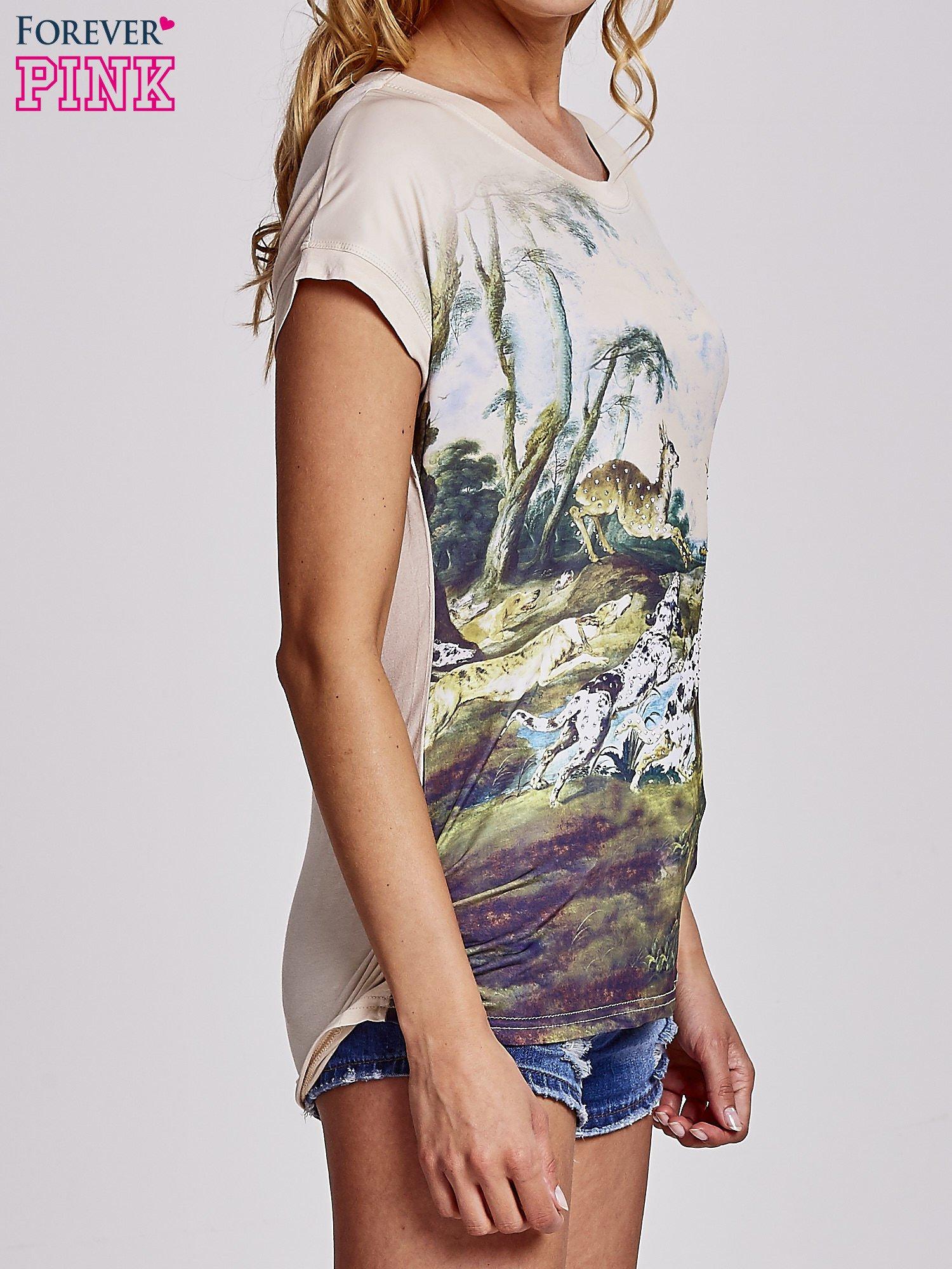 Beżowy t-shirt z nadrukiem krajobrazowym                                  zdj.                                  3
