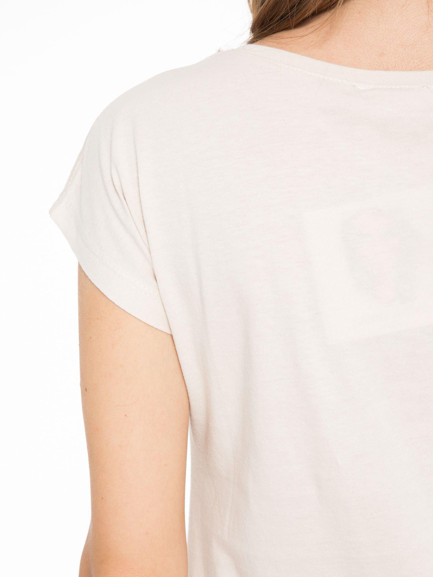 Beżowy t-shirt z napisem STAND BY ME                                  zdj.                                  9