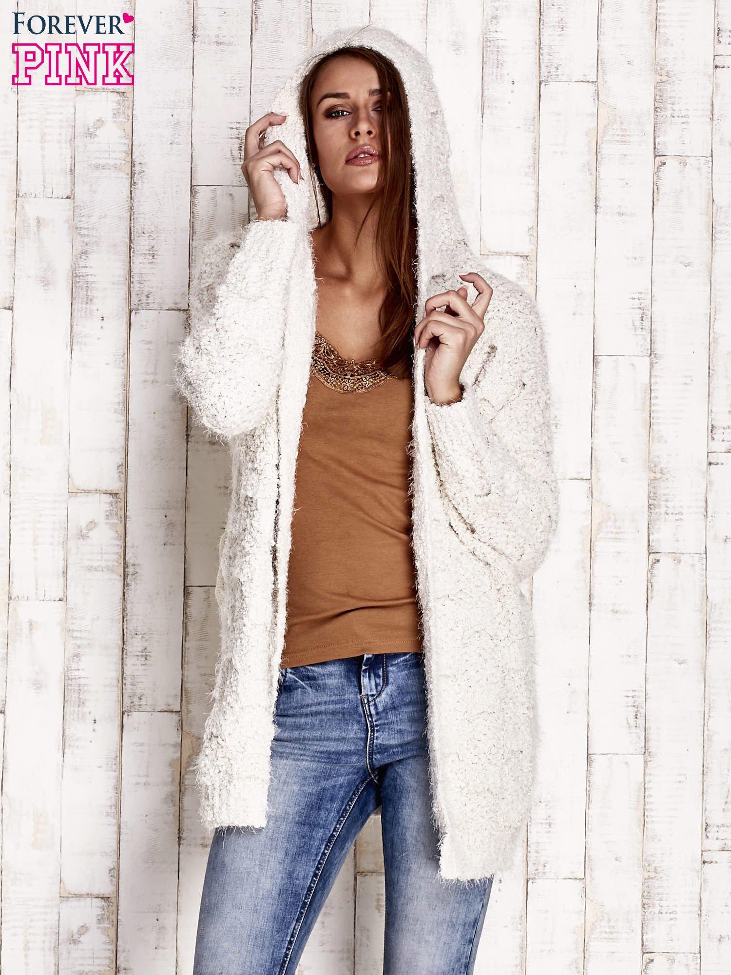 Beżowy włochaty sweter z kapturem                                  zdj.                                  5