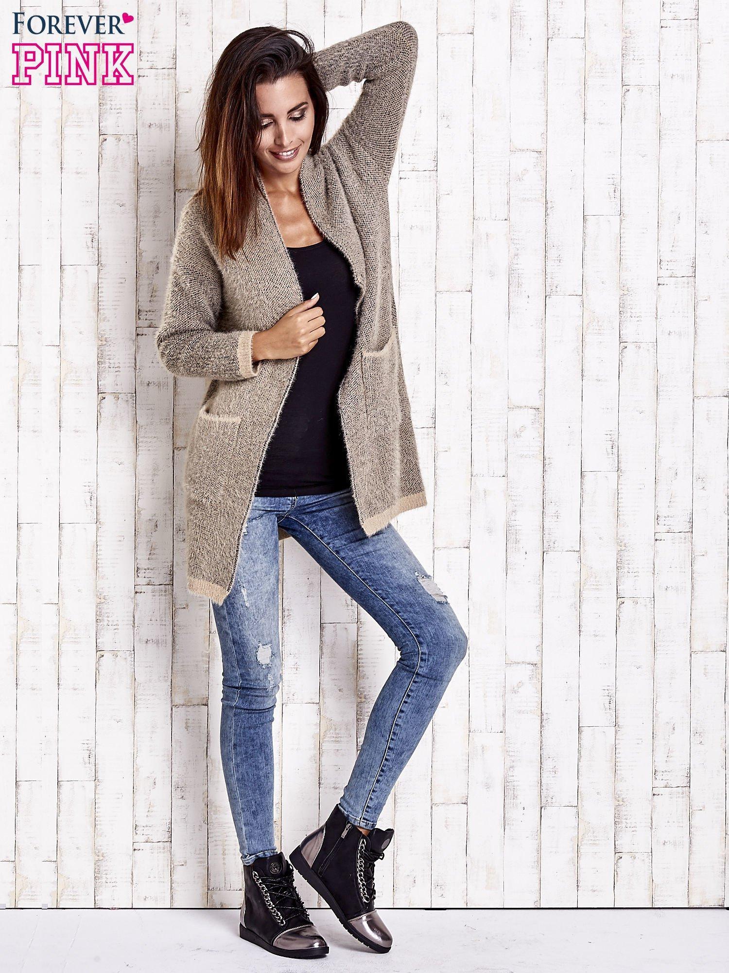 Beżowy włochaty sweter z otwartym dekoltem                                  zdj.                                  2