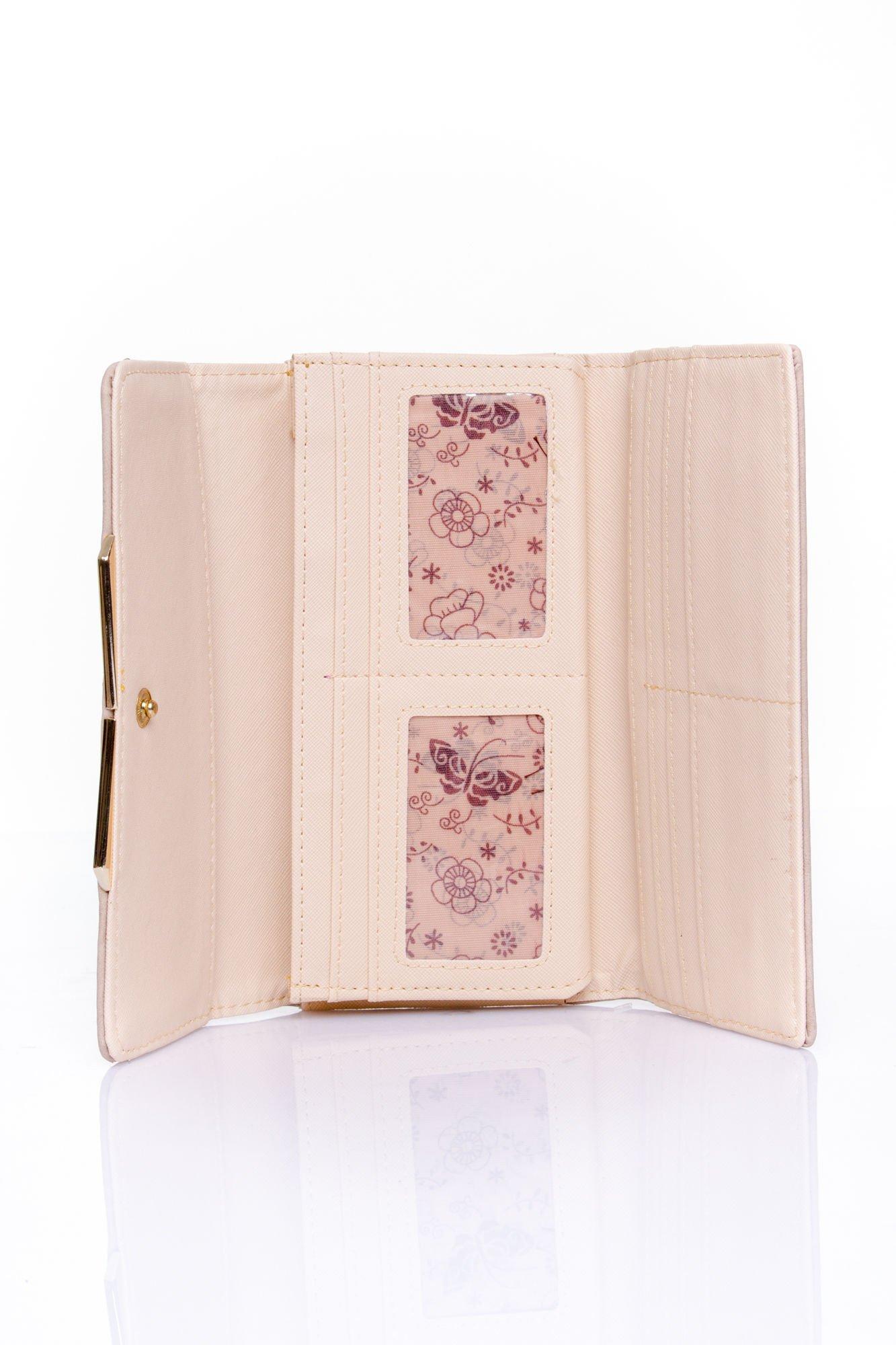 Beżowy zamszowy portfel z geometrycznym motywem                                  zdj.                                  4