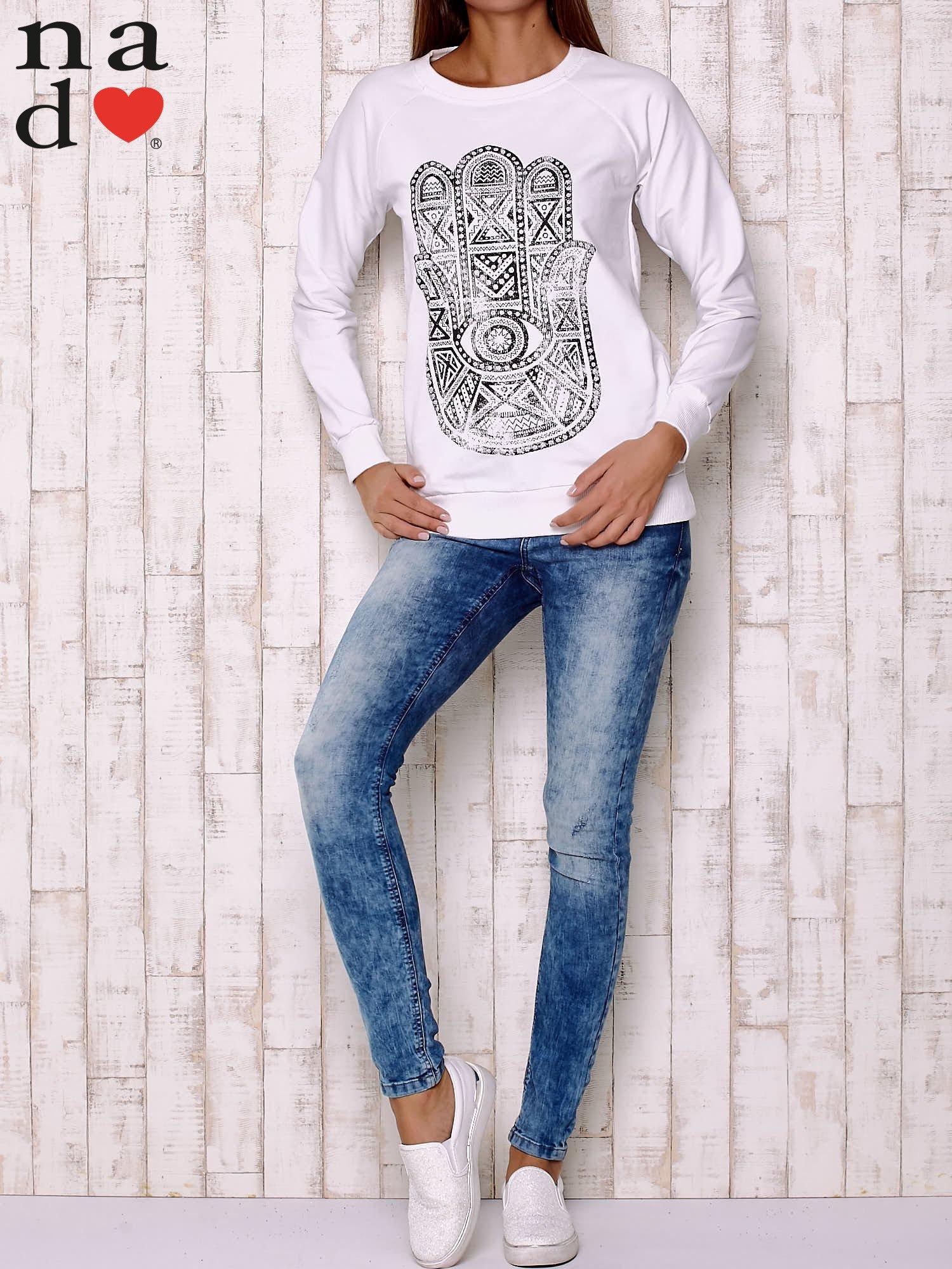 Biała bluza z motywem dłoni                                  zdj.                                  3