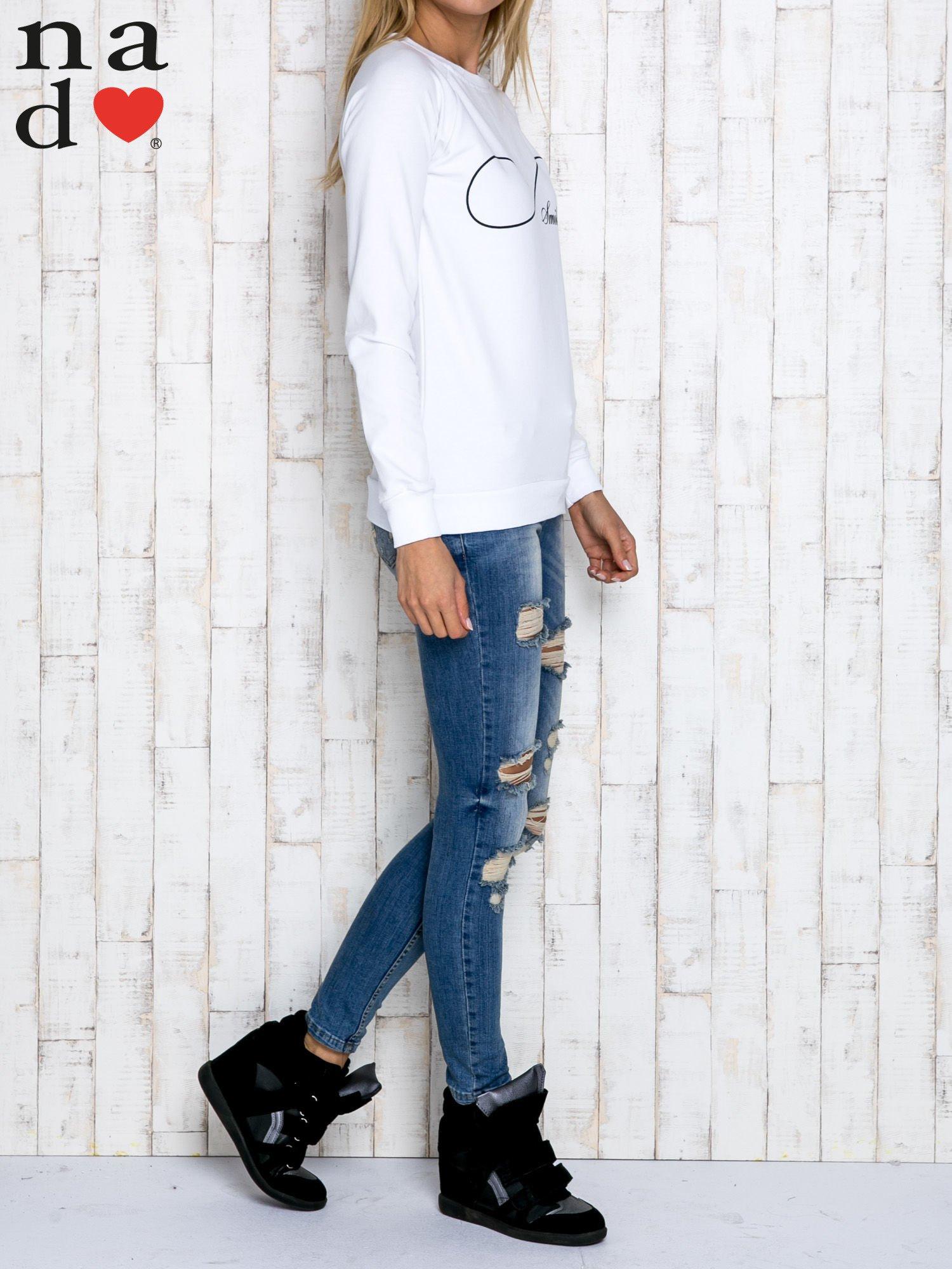 Biała bluza z napisem SMILER                                  zdj.                                  3