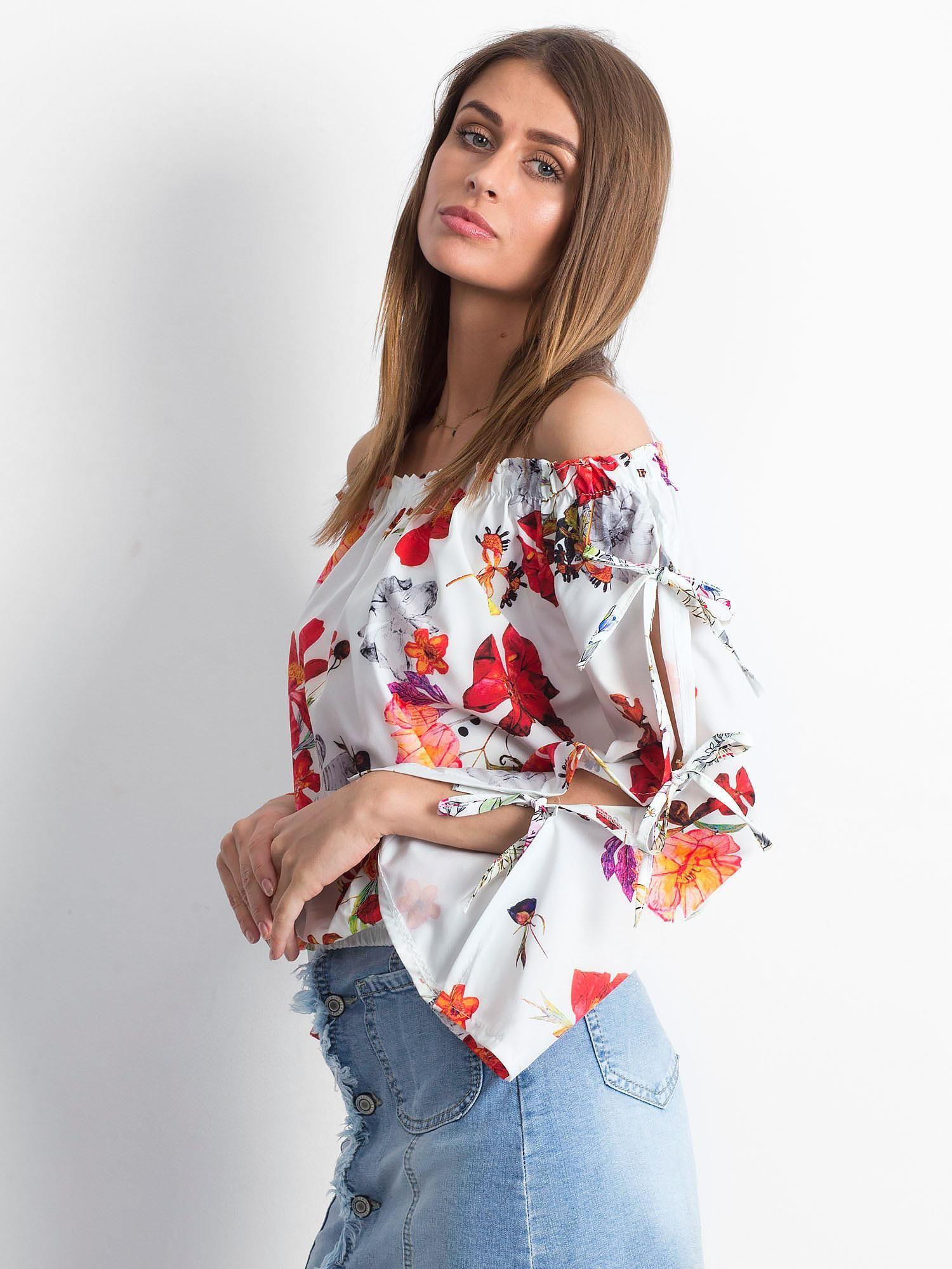 b9290157f5 Czarna bluzka hiszpanka w kolorowe kwiaty - Bluzka one size - sklep  eButik.pl