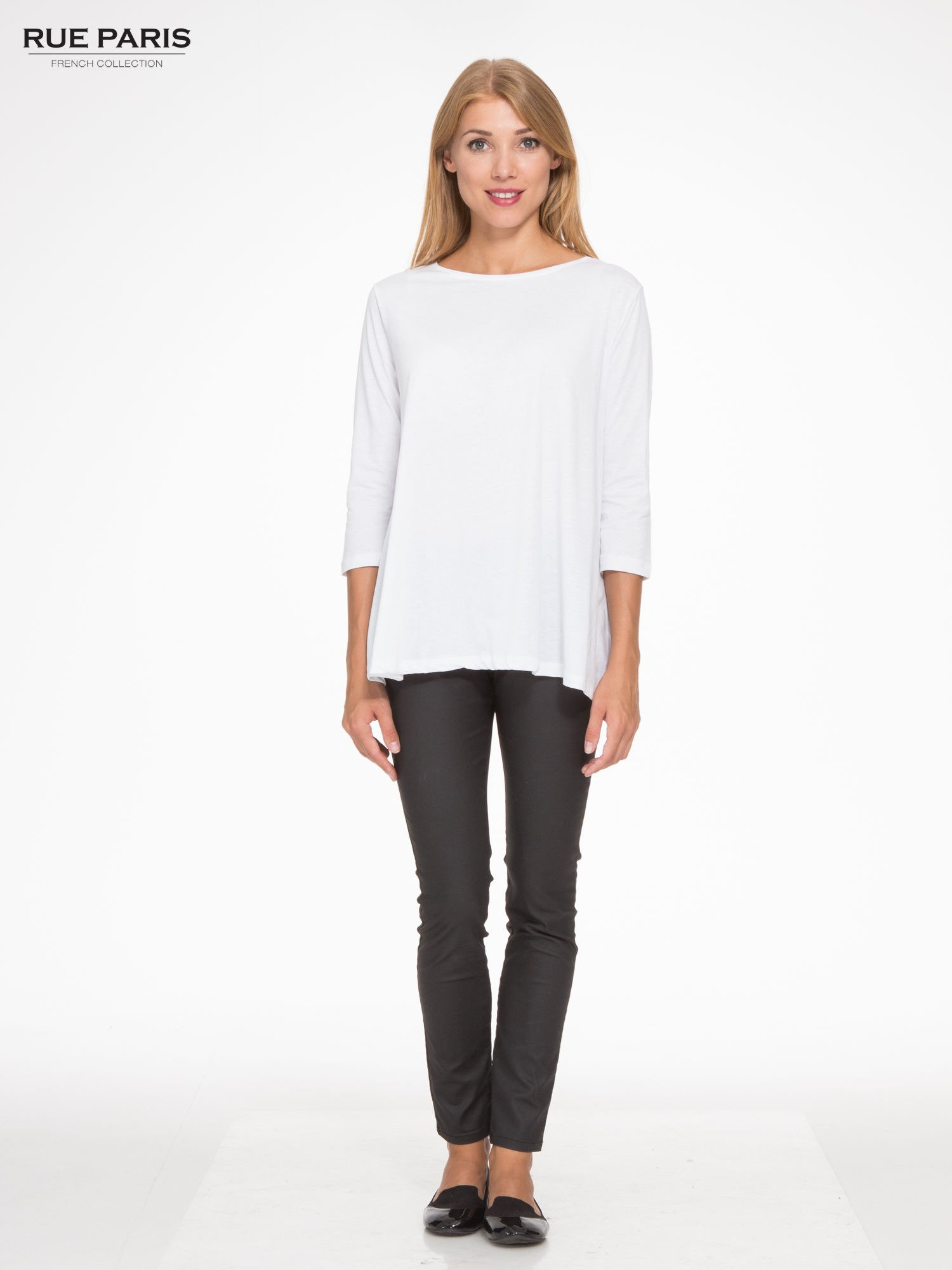 Biała bluzka o rozkloszowanym kroju z rękawem 3/4                                  zdj.                                  2