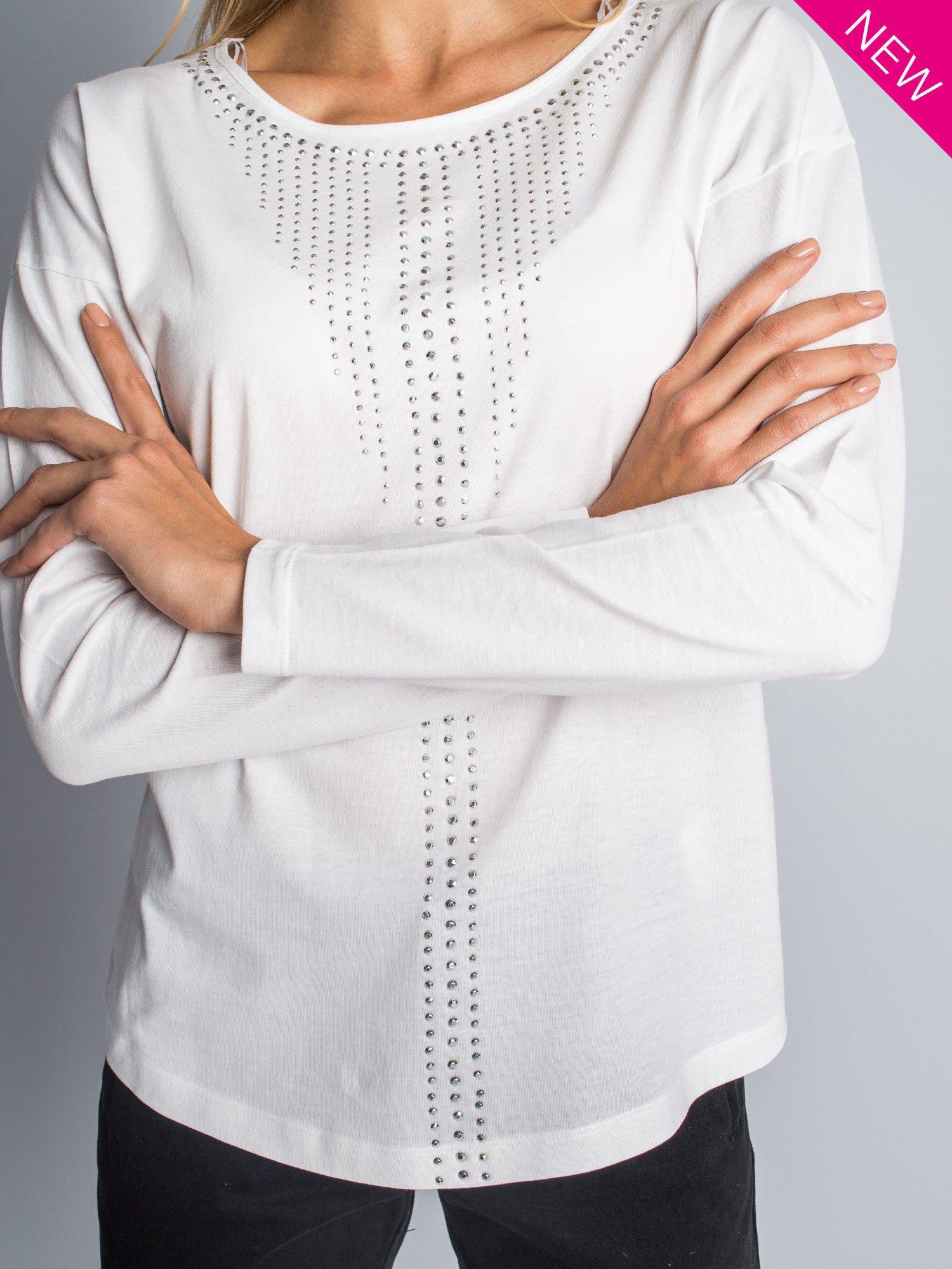 Biała bluzka z aplikacją z dżetów z przodu                                  zdj.                                  6