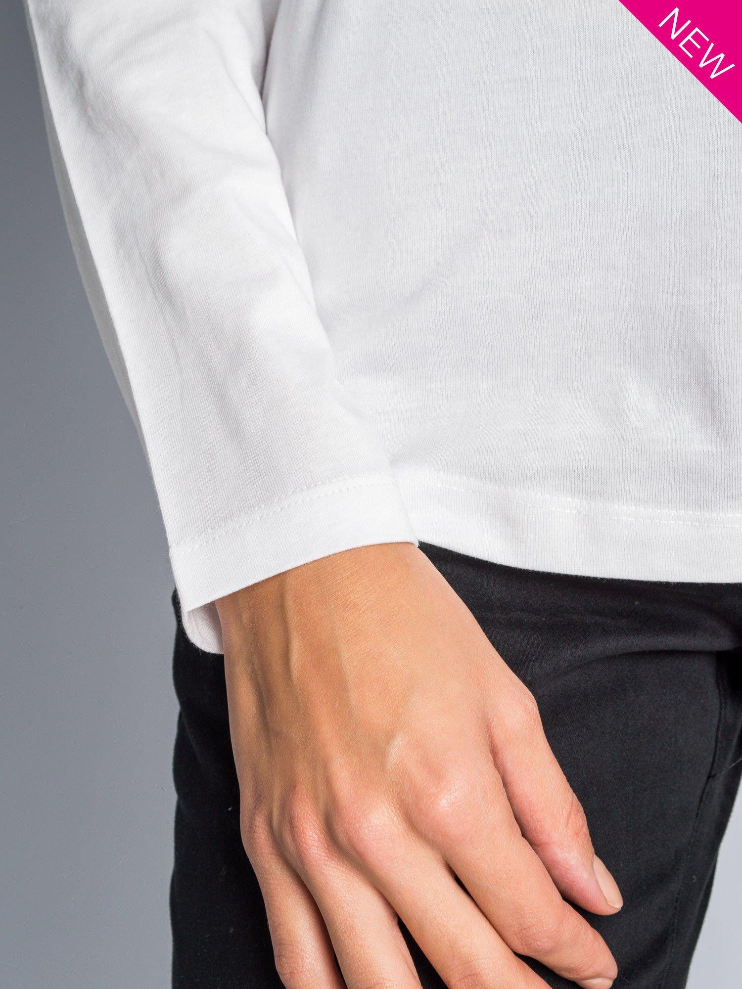 Biała bluzka z aplikacją z dżetów z przodu                                  zdj.                                  7