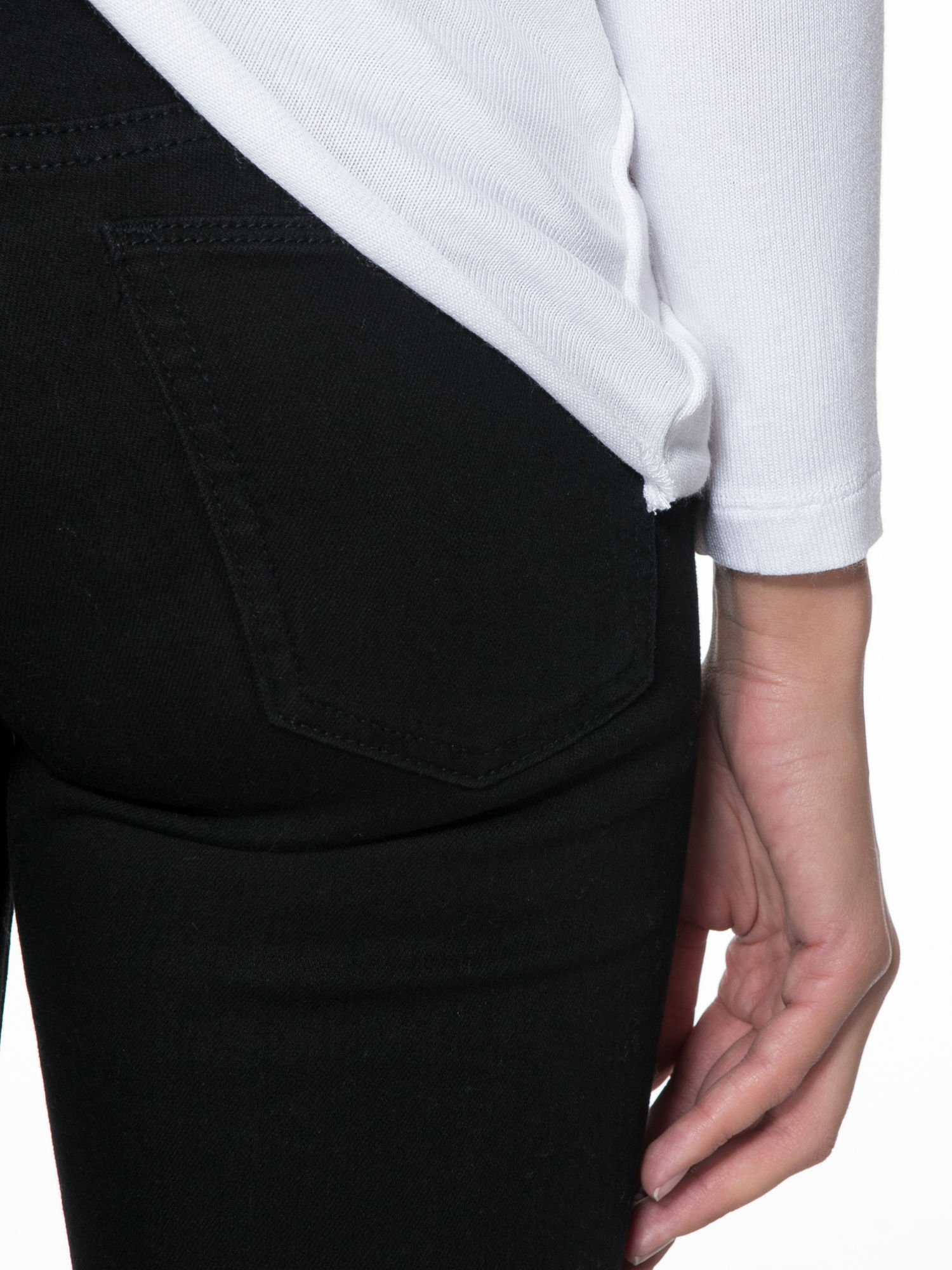 Biała bluzka z kopertowym dekoltem na plecach                                  zdj.                                  8