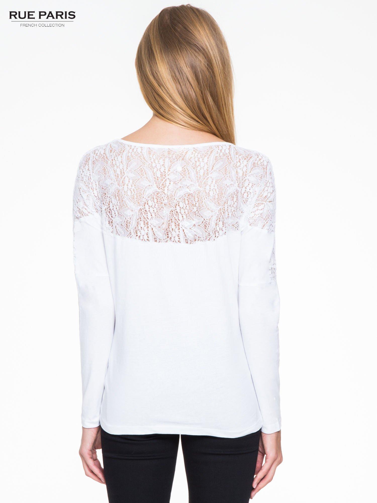Biała bluzka z koronkową wstawką na rękawach i z tyłu                                  zdj.                                  4