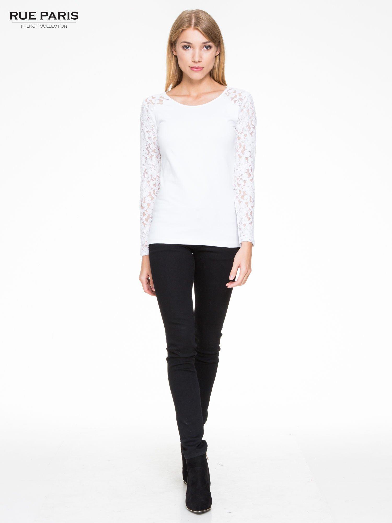 Biała bluzka z koronkowymi rękawami                                  zdj.                                  2