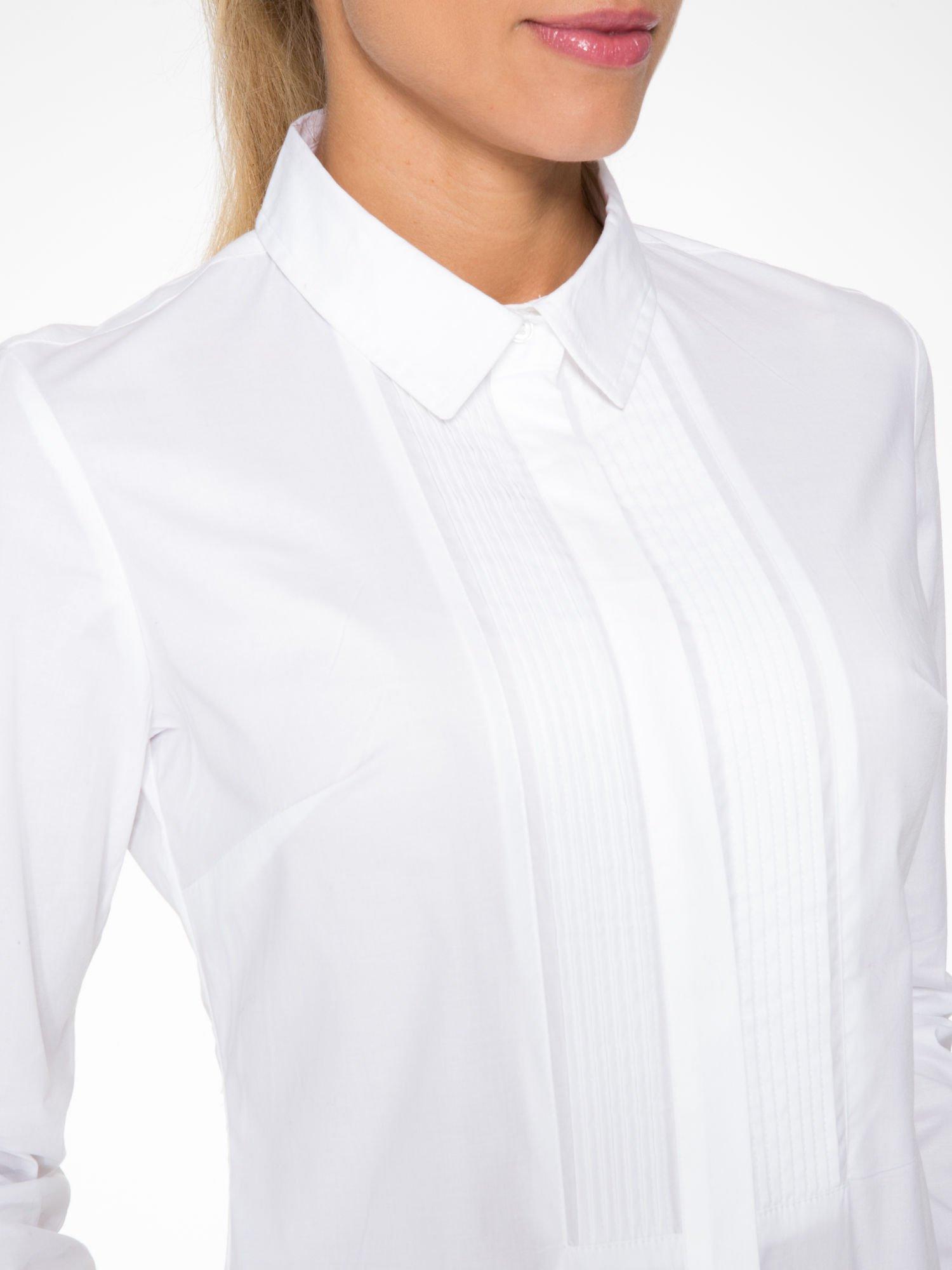 Biała elegancka koszula damska z marszczonym przodem                                  zdj.                                  6